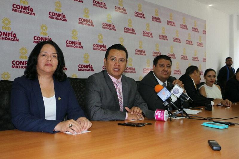 Acompañados por su dirigencia estatal, diputados locales del sol azteca prometieron impulsar una agenda progresista