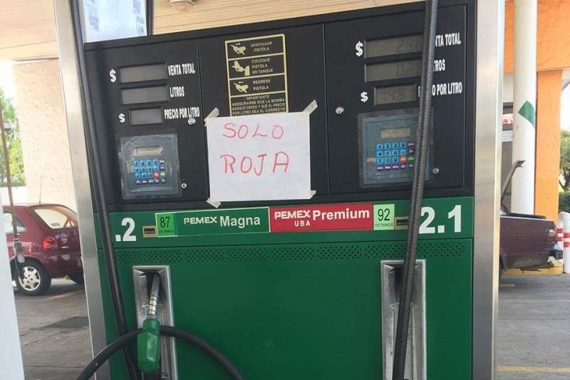 Cabe hacer mención de que en la mayoría se había agotado la gasolina Magna, aunque también se reportó una gasolinera en la que se terminó la Premium