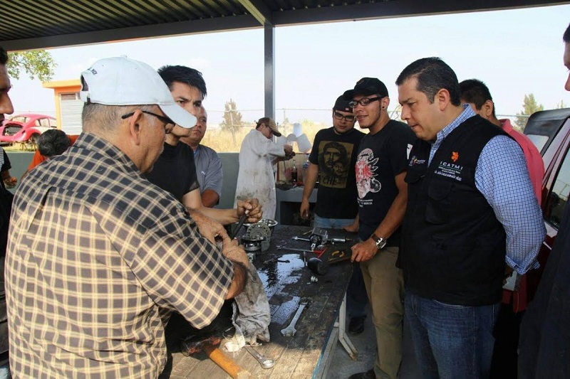 Barragán Vélez destacó que existen personas que han aprendido carpintería, mecánica, jardinería, repostería, estilismo, y otros oficios de forma empírica, de tal suerte que carecen de un documento que avale y respalde sus conocimientos y habilidades laborales