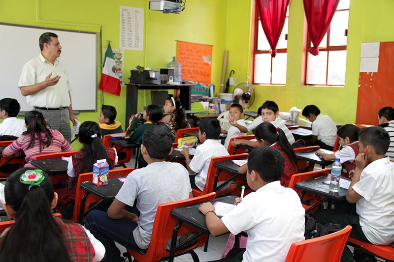 La OCDE señala que México destina 17% del gasto público a educación, mientras que el promedio de los países miembros de la organización es del 11%