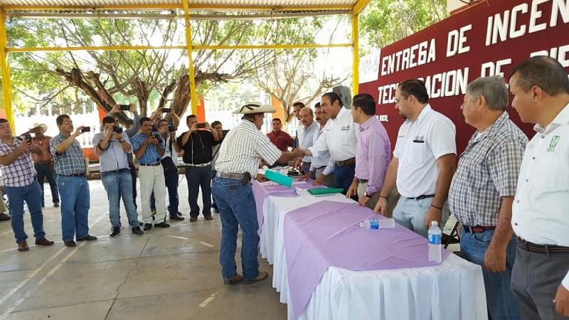 Rodríguez López invitó a los productores a sumarse a esta tarea propuesta por el presidente, Peña Nieto, ya que traerá consigo beneficios no sólo para ellos, sino para todo el estado