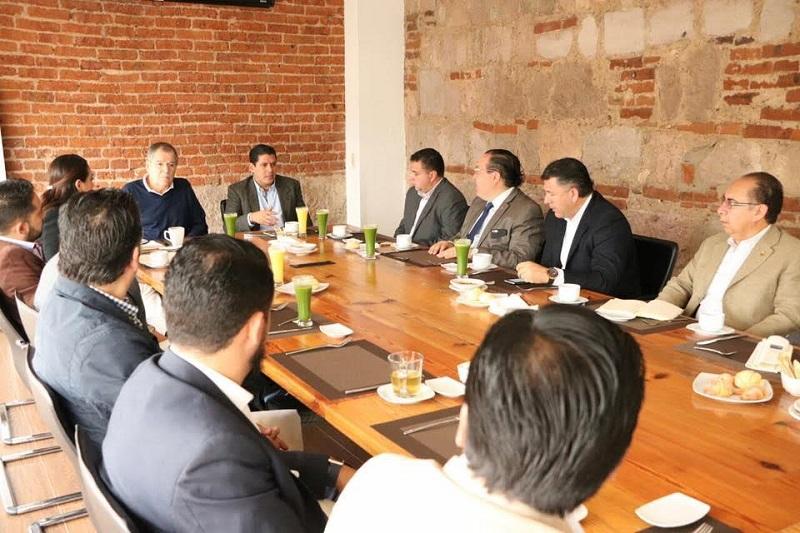 Núñez Aguilar comentó que Michoacán necesita tener certeza jurídica para atraer inversiones y diseñar un esquema legal que facilite la apertura de operaciones de nuevas empresas