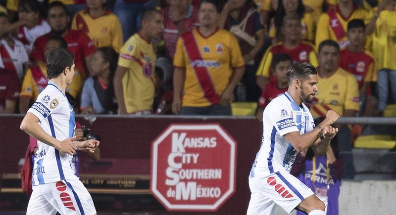 En el inicio del partido, Pachuca se colocó 1-0 al minuto ocho, cuando el argentino Franco Jara convirtió un tiro penal con disparo con la derecha, que venció al portero Carlos Felipe Rodríguez