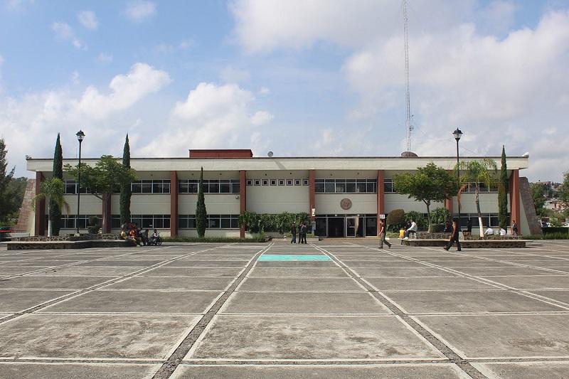 El rector resaltó la importancia del programa Beca Futuro, el cual –durante el ciclo escolar 2015-2017- benefició a casi 34 mil estudiantes de Michoacán, 120 de ellos matriculados en la UTM