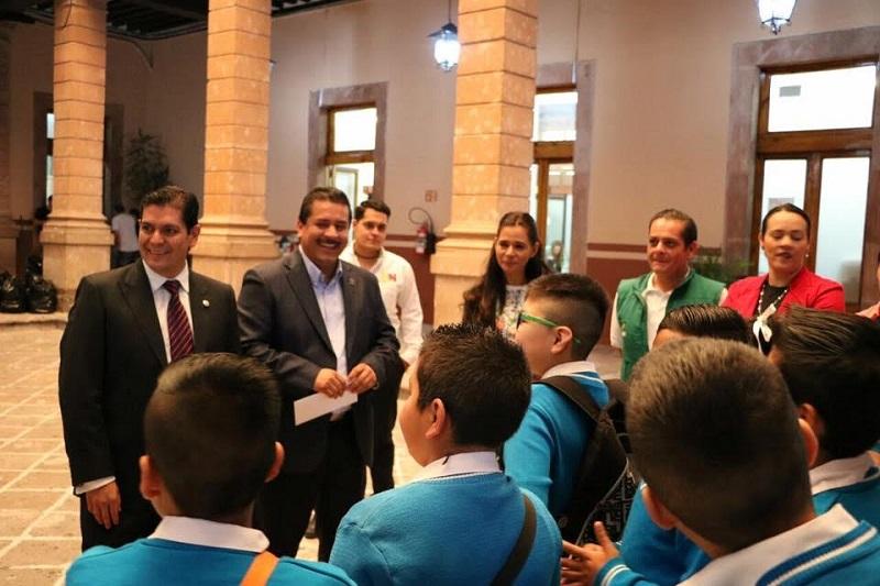 Núñez Aguilar aseguró que facilitará los medios para que los niños puedan involucrarse y enriquecer así su aprendizaje con la cultura científica y otras actividades académicas
