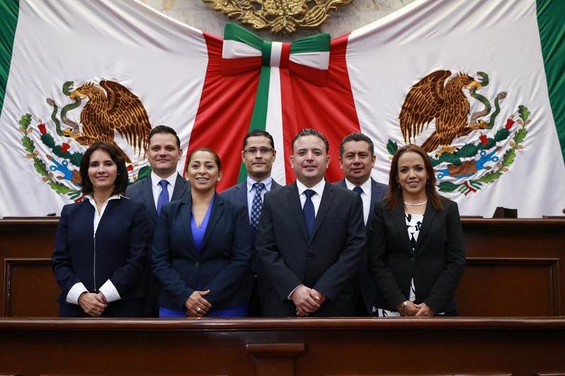 En los últimos días los diputados han tocado las puertas de las casas de los michoacanos para informar sobre su labor y escuchar a la ciudadanía de manera directa