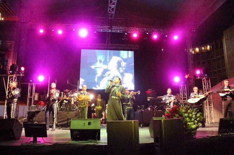 Luego de la participación de diversos mariachis como el Juvenil Monarca, cantantes como Edi Vargas entre otros, el público pudo disfrutar del espectáculo de la cantante Shaila Dúrcal