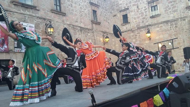 Simultáneamente en Zacapu se presentó la Compañía de Danza Folklórica de Colima, mientras que en Zinapécuaro tocó el turno al Ballet Folklórico del Colectivo Sensemayá, de Tepic, Nayarit