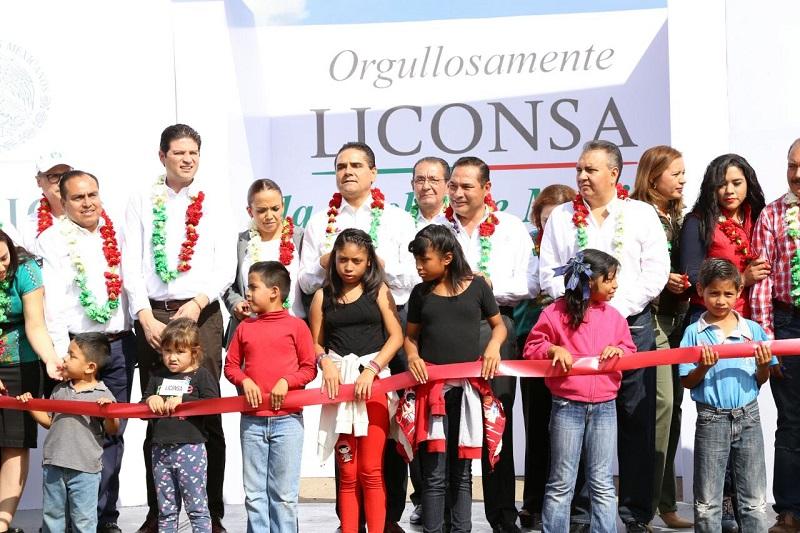 """El secretario de Desarrollo Social, recalca que Michoacán es un estado """"prioritario"""" para la Federación y pide a los michoacanos a apoyar al mandatario estatal en cada una de las acciones que emprenda contra la violencia"""