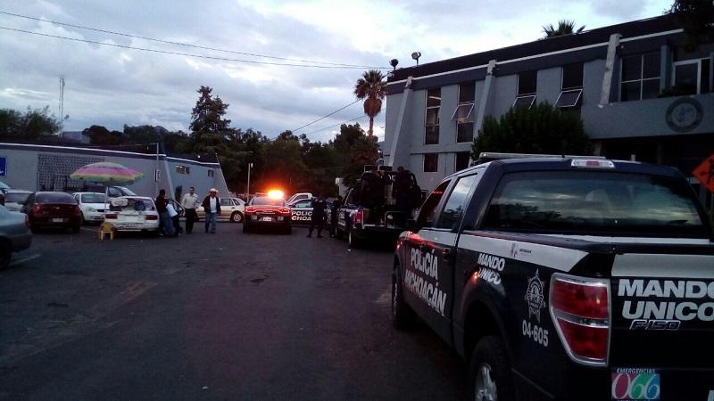 Esta tarde, los detenidos arribaron a las oficinas centrales de la PGJE (FOTO: MARIO REBOLLAR)