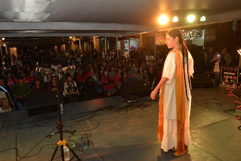 En este marco, los asistentes escucharon y bailaron al son de las pirekuas y canciones típicas del estado, como parte de los eventos organizados por el Ayuntamiento de Morelia en coordinación con la Secretaría de Cultura