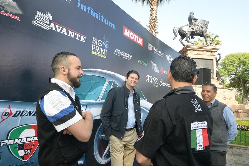 Martínez Alcázar hizo hincapié en que la visita de los pilotos, organizadores y el turismo favorece principalmente a los comerciantes y prestadores de servicios del primer cuadro del municipio