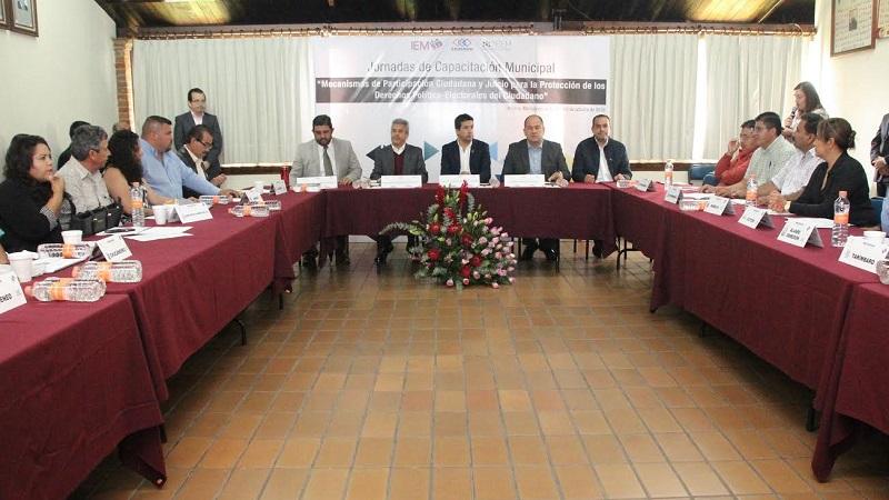 En su intervención el consejero, José Román Ramírez, quien preside la  Comisión de Capacitación Electoral y Educación Cívica, destacó la importancia de aumentar la participación ciudadana en la sociedad