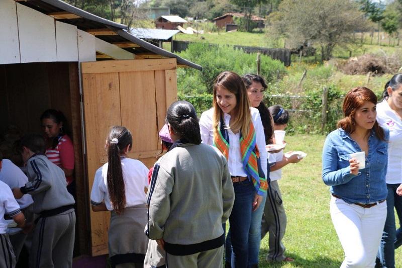 Al ser de reciente creación, el CAIC de Loma Caliente no cuenta aún con todas las instalaciones recreativas, por lo que el DIF Morelia entregó un módulo de juegos infantiles para el área verde de este centro