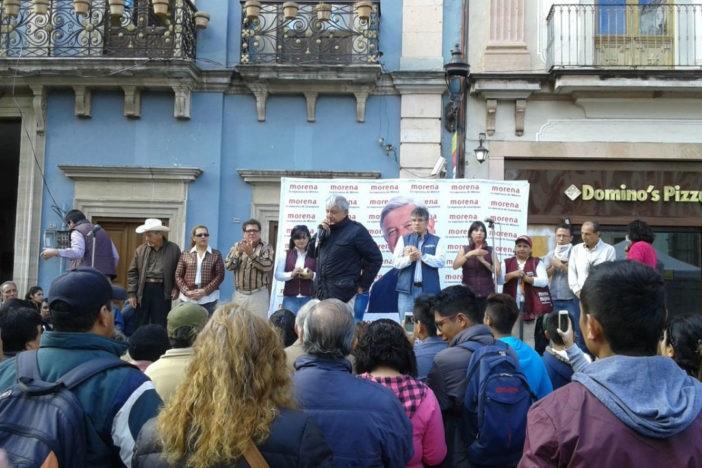 Aprovechando la alta concentración de personas por el Festival Internacional Cervantino, el otra vez aspirante presidencial se presentó en la ciudad de Guanajuato