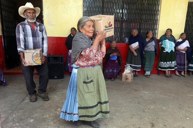 El mes de septiembre se entregaron 200 mil apoyos alimentarios a cien mil beneficiarios del programa, lo cual implicó una inversión de 40 millones de pesos enfocados en acabar con el rezago alimenticio