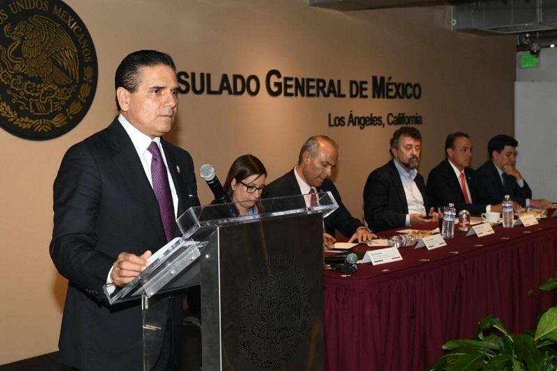 En la sede del Consulado General de México, Silvano Aureoles también hizo un llamado a sus connacionales a que ejerzan el derecho al voto que se han ganado