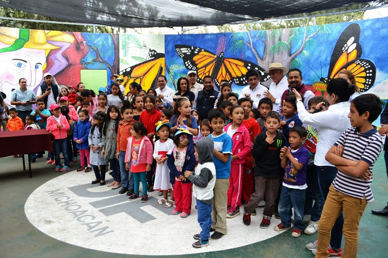 Entre los funcionarios que asistieron al evento destacaron la delegada en Michoacán de Procuraduría Federal de Protección al Ambiente, Talía Coria Mendoza, y Marco Aurelio Nava Cervantes, secretario particular del Gobernador