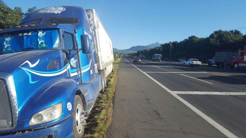 Pese a la situación entre productores y empacadores la circulación se mantuvo libre en las distintas carreteras que comunican a la ciudad de Uruapan