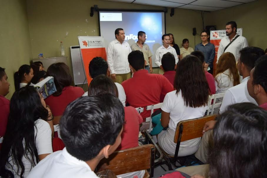Tras este evento, el director del ICATMI asistió al Sexto Aniversario de la Unidad Profesional de la Universidad Michoacana de San Nicolás de Hidalgo, de Lázaro Cárdenas