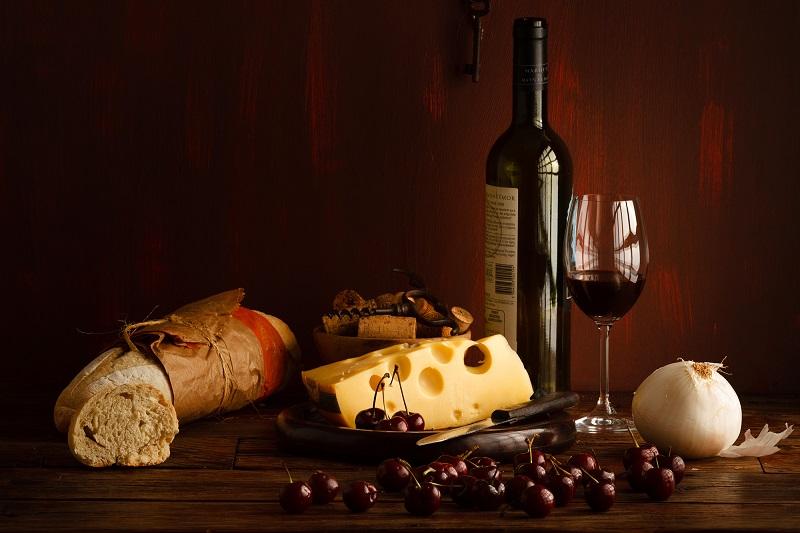 Se reunirá una exquisita variedad de quesos y panes regionales, junto con casas de vino extranjeras para que los asistentes puedan degustar y comprar a precios preferenciales