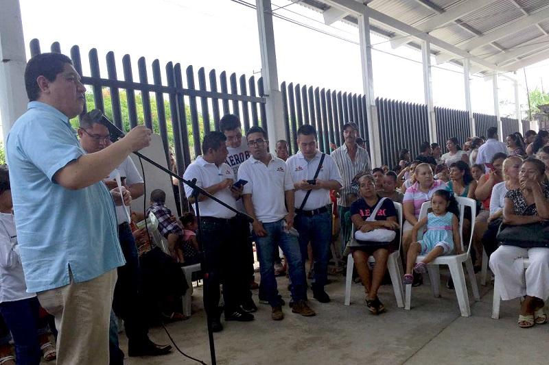 El personal de la Dirección, encabezado por su titular, Hugo Gama Coria, llevó los servicios del Programa a la Tenencia ubicada en la Costa michoacana