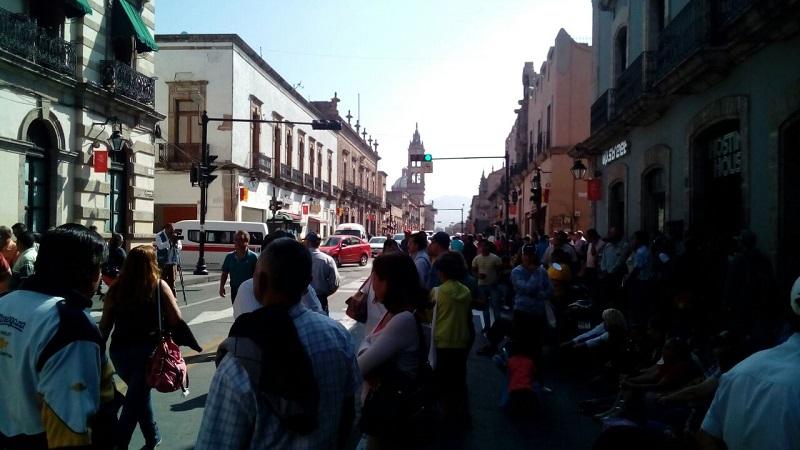 Siguen las protestas del ala radical del magisterio michoacano contra la reforma educativa (FOTO: MARIO REBOLLAR)