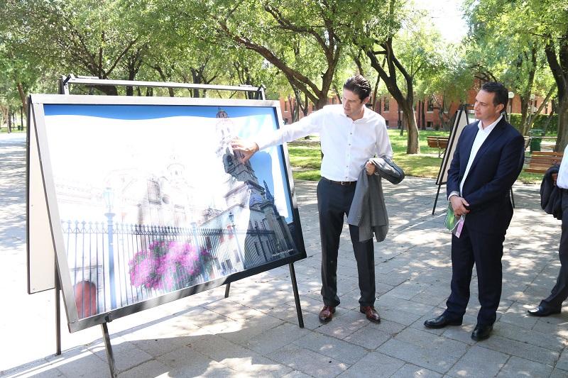 El alcalde de Morelia presentó una exposición de 40 fotografías en el Parque Fundidora de Monterrey
