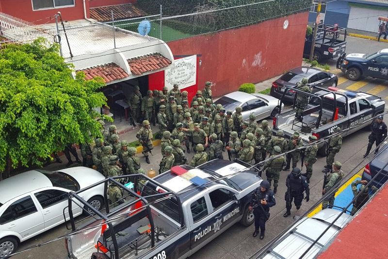 Civiles exigen la liberación de dos personas detenidas en posesión de armas de fuego, y que han sido puestas a disposición del Ministerio Público Federal