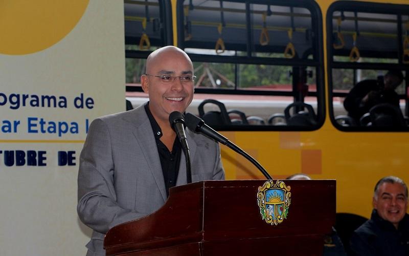 El edil destacó la inversión de 20 millones de pesos para adquirir 13 unidades en la primera etapa, que beneficiará a 4,000 alumnos de 38 escuelas