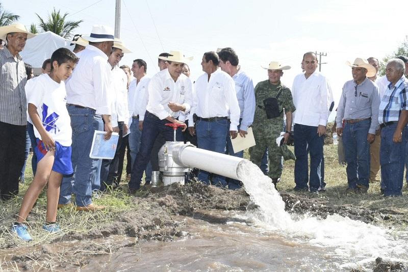 Inauguró Silvano Aureoles obras con una inversión de 6 millones de pesos, en beneficio de los habitantes de Cenobio Moreno, tenencia perteneciente a Apatzingán