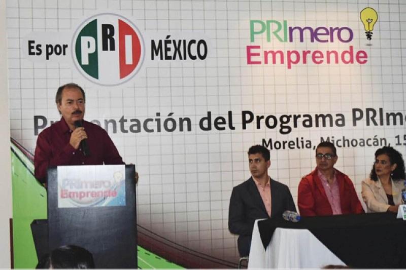 """Con este programa fortaleceremos a los jóvenes michoacanos con proyectos que sean una esperanza y una oportunidad para fortalecer la economía"""", aseguró Víctor Silva"""