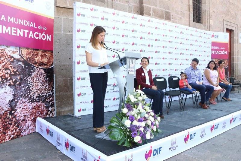 En presencia del alcalde Alfonso Martínez, la presidenta honoraria del DIF Morelia, Paola Delgadillo, llamó a la ciudadanía a tomar conciencia de los alimentos que consumen las familias morelianas