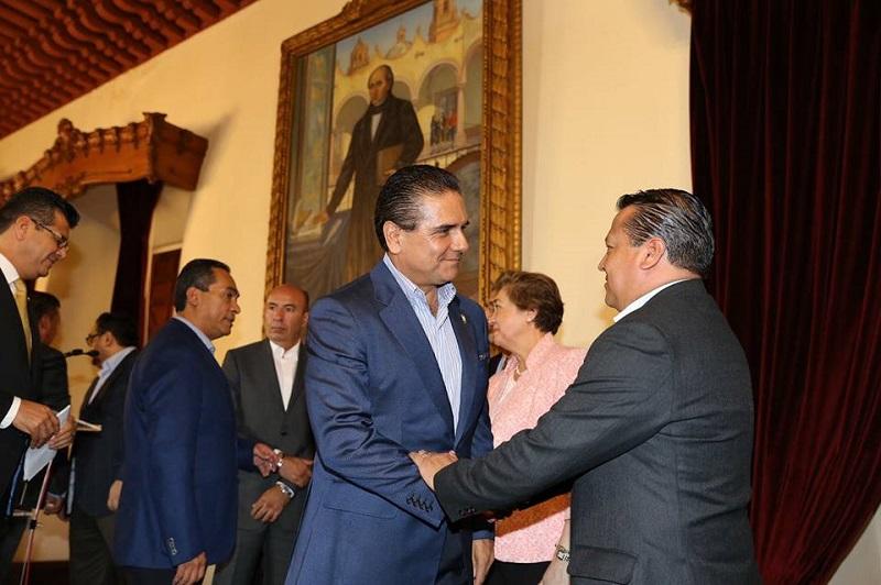 En el salón de recepciones de Palacio de Gobierno, este domingo el jefe del Poder Ejecutivo en el estado anunció la llegada de Juan Bernardo Corona Martínez a la Secretaría de Seguridad Pública