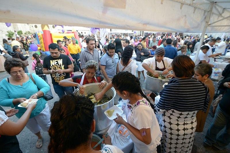 Como ha sido una tradición desde hace nueve años, el Festival se ha convertido en un escaparate para presumir a los morelianos y turistas, la típica gastronomía michoacana