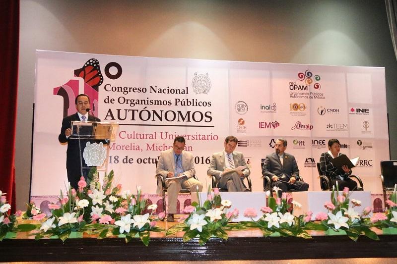 El secretario del Ayuntamiento, Jesús Ávalos, dio la bienvenida a la ciudad a los asistentes a estos trabajos