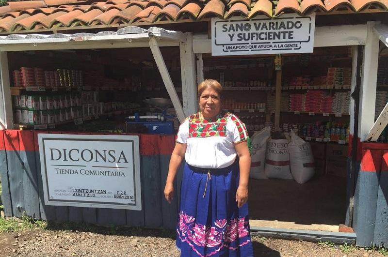 En Michoacán Diconsa abastece a 450 Comedores Comunitarios que se encuentran en 50 municipios del estado que dan alimentos a 45 mil beneficiarios con el objetivo de hacer frente a la carencia alimentaria, informó la gerencia estatal de la paraestatal