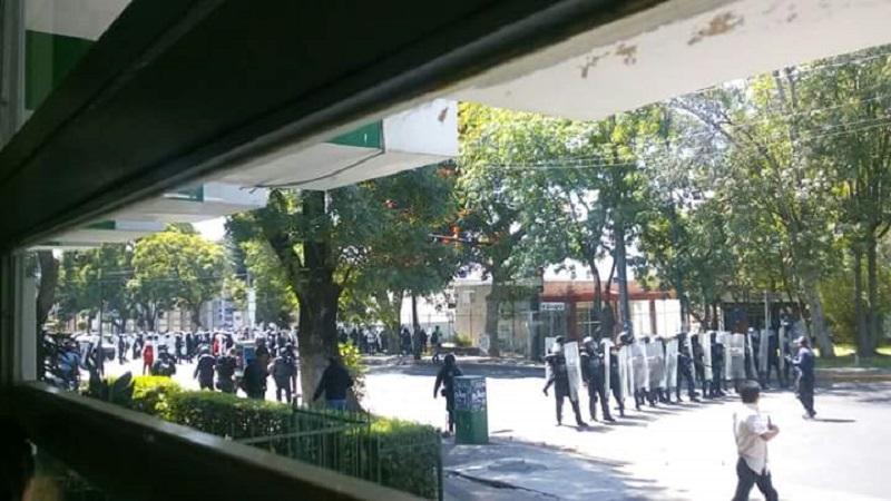 Segundo día consecutivo de violencia en la UMSNH