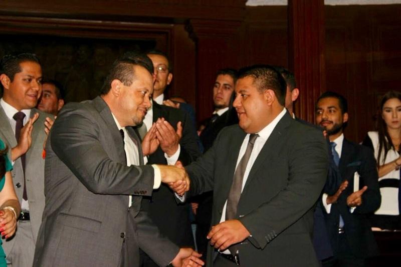 Al hacer uso de la palabra, instantes después de la toma de protesta de Figueroa Gómez, Puebla Arévalo, aseguró que el legislador cuenta con toda la confianza de la bancada perredista