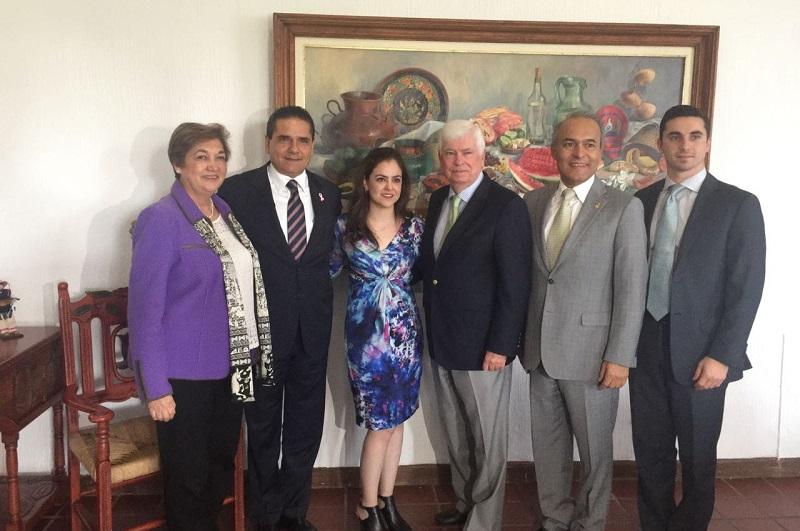 El ex senador, quien es presidente de la Asociación de Productores de la Industria de Cine (Motion Picture Assocation of America INC.), mostró al mandatario estatal su interés por trabajar con el Gobierno de Michoacán