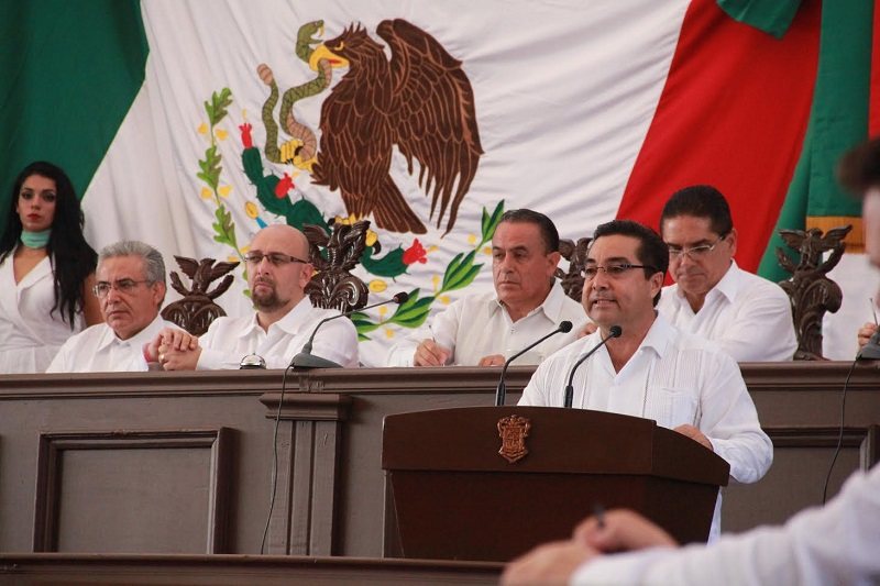 Ochoa Vázquez destacó que no se puede evitar que haya quienes pretendan cometer delitos, pero si es obligación y compromiso de las autoridades que los que se cometan, deben ser esclarecidos, juzgados y sancionados con todo el rigor de la ley