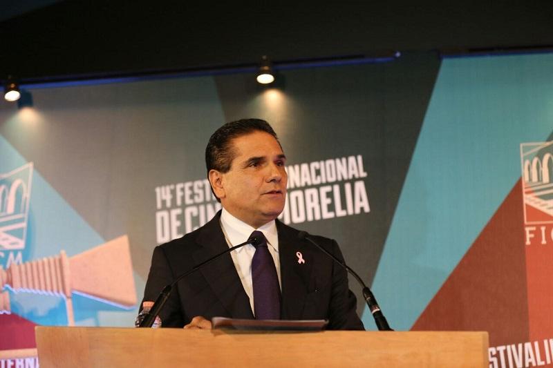 Aureoles Conejo hizo un reconocimiento público a los que hacen posible esta gran fiesta del cine, e hizo votos para que todos sigan aportando a la cultura y a Michoacán