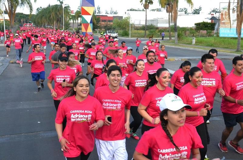 """Otro de los objetivos de la """"Carrera Rosa"""" es el de generar un espacio de convivencia que permita la reconstrucción del tejido social a través del deporte"""