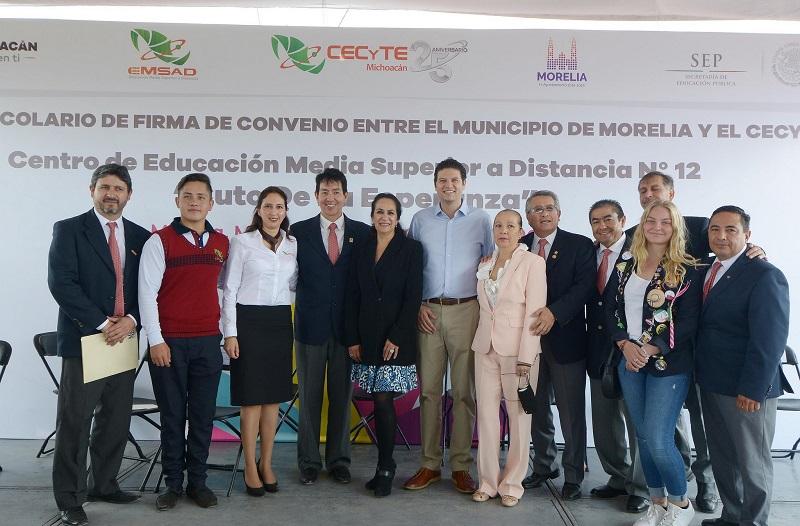 Martínez Alcázar brindó el apoyo del municipio para que los jóvenes de la Tenencia de Cuto de la Esperanza sigan estudiando y buscando un mejor futuro