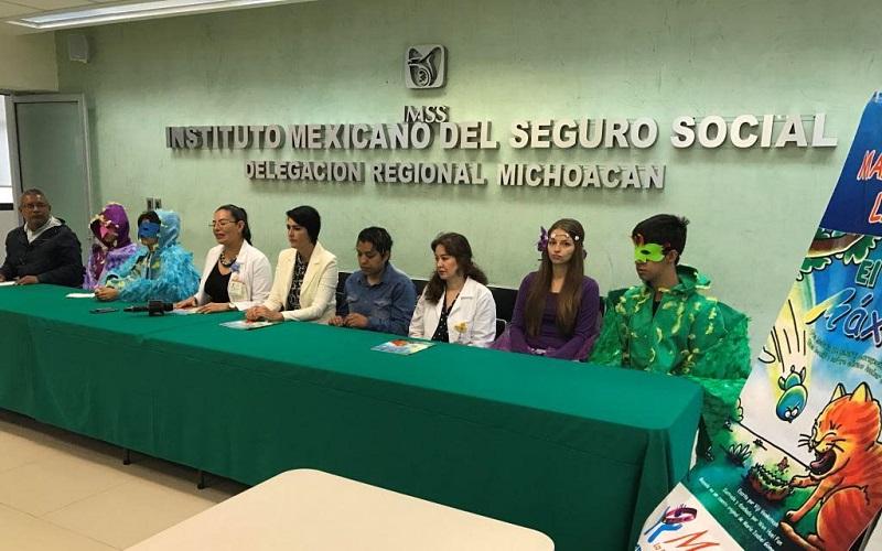 """Rosario Mendoza Fernández, Presidenta y Fundadora de la Asociación """"Manitas, la pulsera de la leucemia"""", recalcó la importancia y el valor de que los médicos y la coordinación del IMSS Michoacán apoyen este esfuerzo"""