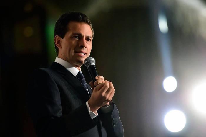 """Al inaugurar el Foro """"Impulsando a México"""", organizado por el Grupo Financiero Interacciones, el mandatario pidió a los empresarios asistentes que 'hablaran bien de México'"""