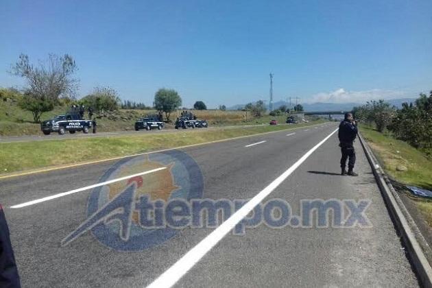 Esto, ante la presencia de policías antimotines del Grupo de Operaciones Especiales (GOES) de la Secretaría de Seguridad Pública (SSP) en Michoacán (FOTO: FRANCISCO ALBERTO SOTOMAYOR)