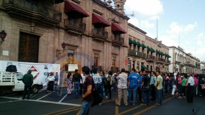 Los manifestantes exigían la inscripción automática en la Universidad Michoacana de San Nicolás de Hidalgo (UMSNH) de personas que reprobaron o ni siquiera presentaron examen de admisión.