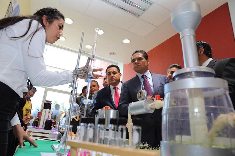 Aureoles Conejo reitera su compromiso para mejorar la calidad educativa superior.