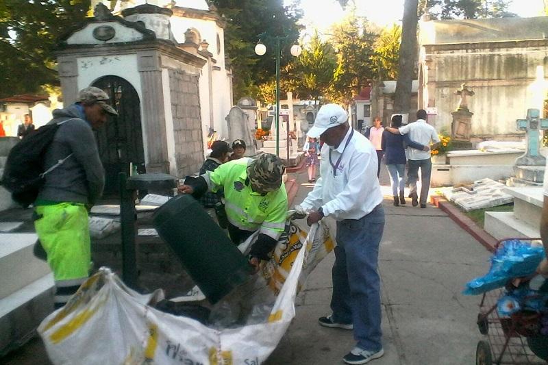 Por su parte, Paulino Velázquez Martínez, Director de Residuos Sólidos, comentó que se doblarán los esfuerzos durante este miércoles y jueves, en el operativo de limpieza que comienza a las 22:00 horas